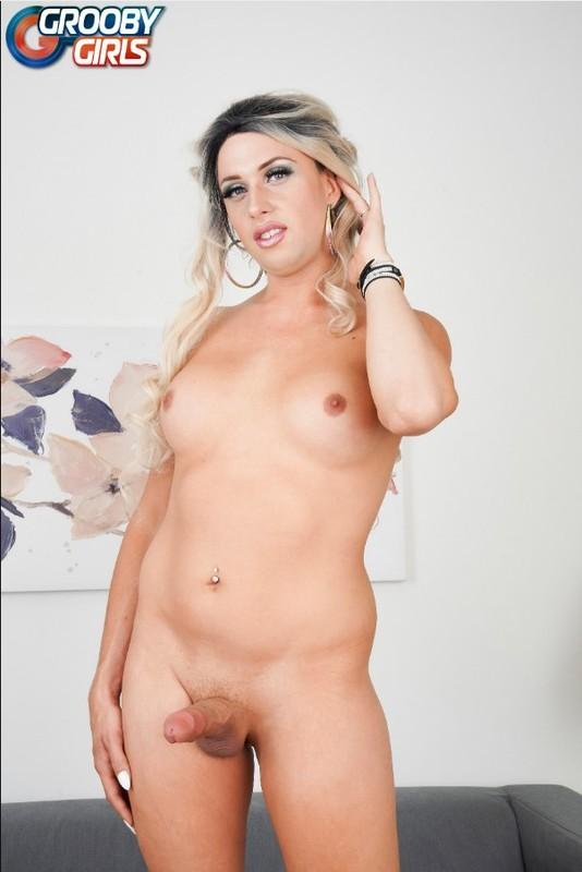 Cherry Mavrick Strokes Her Thick Cock! (13 November 2019)