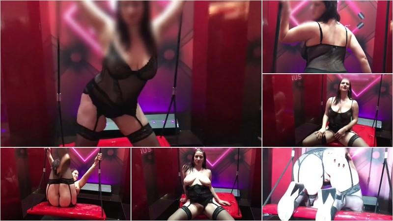 SexXy-AnNy - Oeffentlicher Nackt Strip auf der Venus 2019 [FullHD 1080P]