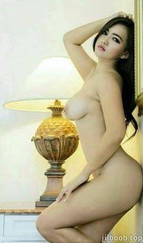 42 Foto Hot dan Bugil Rina Quueenzee