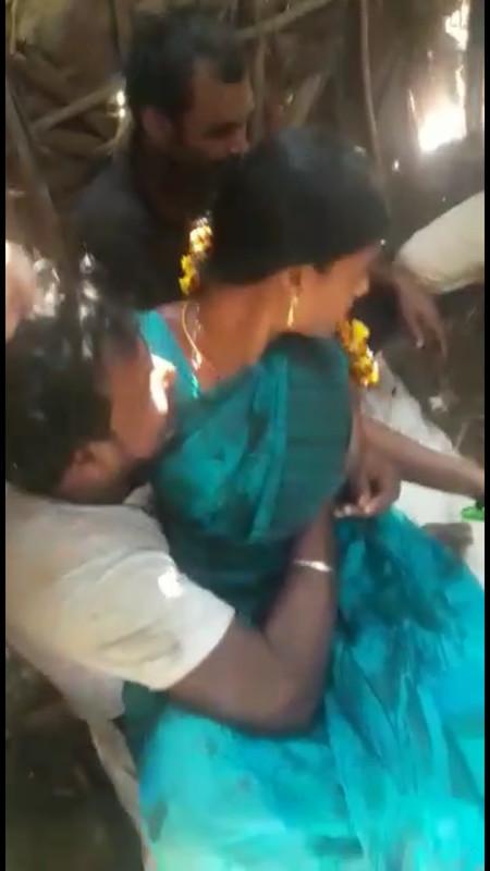 Theni married young girl enjoying boob press in bus