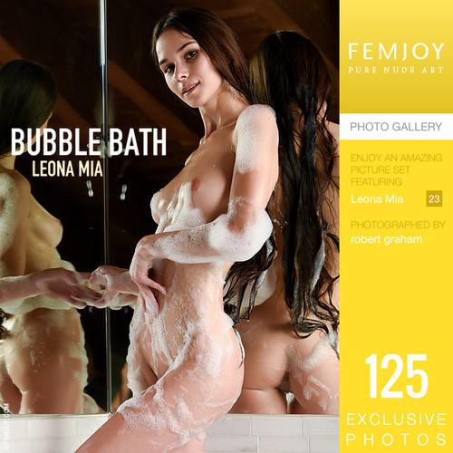 Leona Mia in Bubble Bath (12-17-2019)