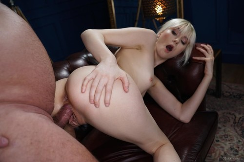 Miss Melissa - Determined Delivery Girl (FullHD)