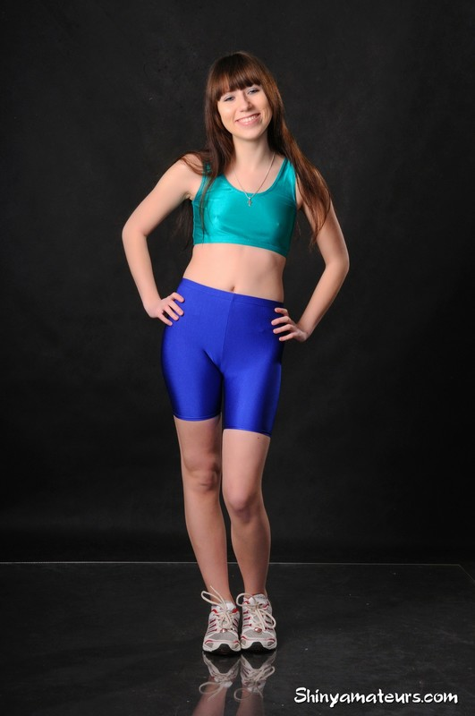 gym rat girl Eleonora in sexy blue yoga shorts