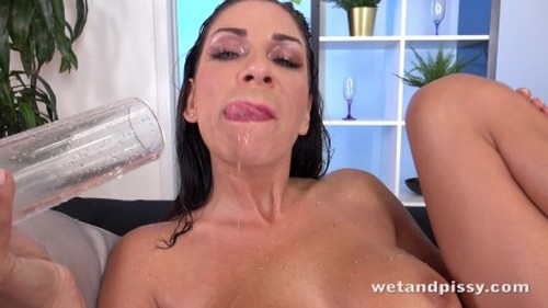WetAndPissy Rachel Evans - Piss Soaked Toy Play Oct 3 2017 - New Pissing Video, Fetish Piss, Urine