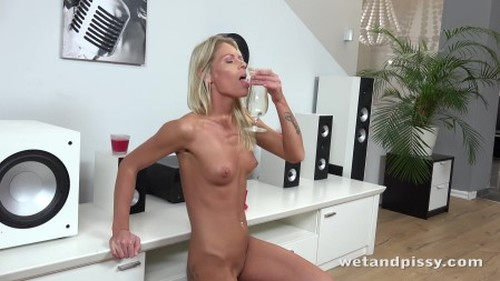 wetandpissy.claudia.macc.wet.and.horny.4k - New Pissing Video, Fetish Piss, Urine