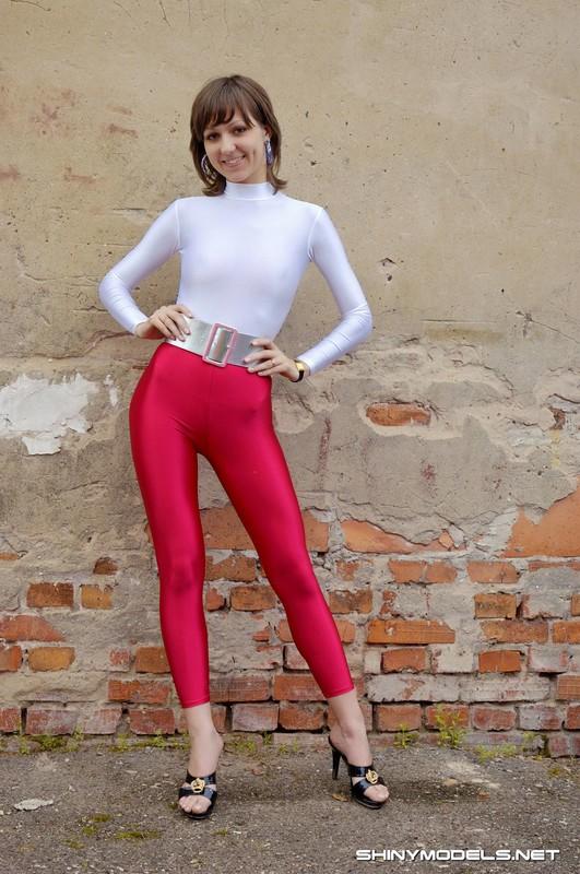 slavic college babe Kira in kinky red leggings