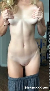 latina playing with omegle pussy showing pretty feet