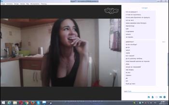Stickam Girl uses hairbrush as a dildo on hola