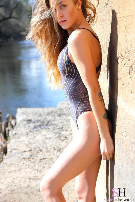 gorgeous model Ashley Light in kinky jkuss swimsuit