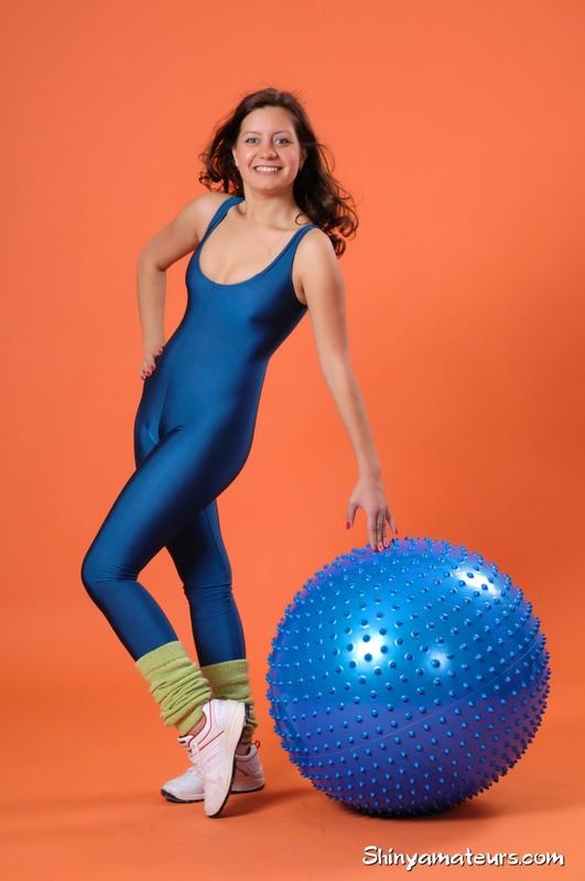 yoga teacher Vera G in kinky sportswear