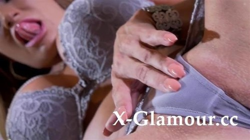 Stockings-Clad Milf Teasing In A Solo Vid [SD]
