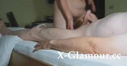 """Amateurs in """"Blonde Cougar Gets Her Hands On A Dick"""" [HD]"""