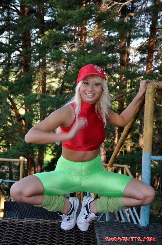 delicious blonde in green lycra shorts