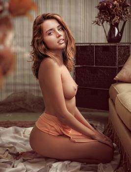 Ana De Armas topless on the knees in Ben Affleck bedroom UHQ