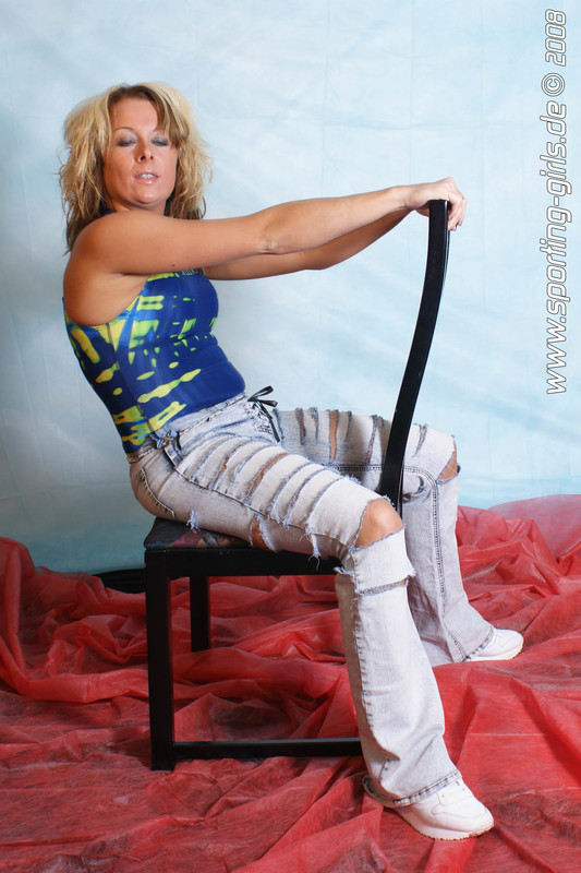 blonde mature lady Magda in jeans & swimsuit
