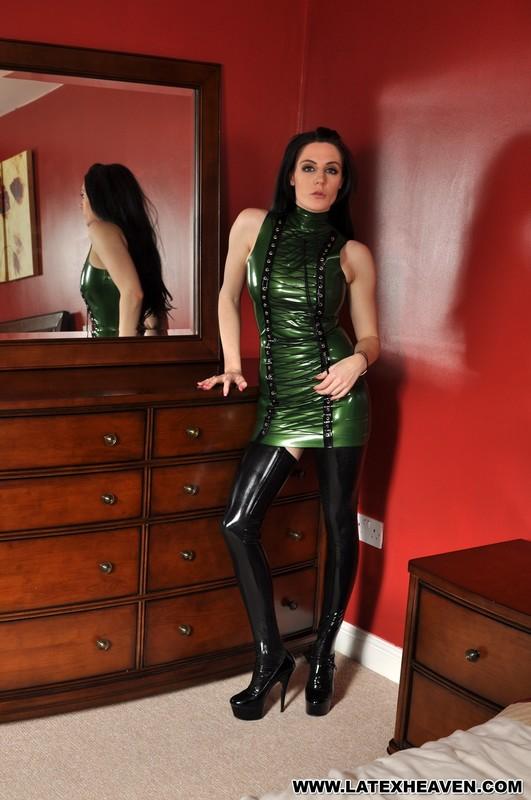 lustful woman Samantha Bentley in kinky green latex dress