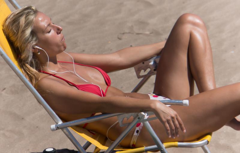 delicious blonde chick beach voyeur photos