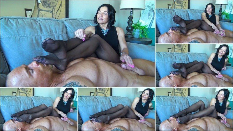 My Smelly Nylons Are Better Than Sex For You, Loser!! [FullHD 1080P]