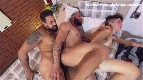 IrmaosDotados - Foda Em Familia: Tio Breno, Lan Marques, Simao Bareback (Oct 2)