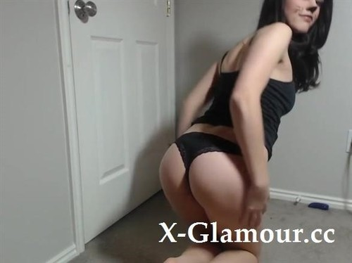 Amateurs - Sexy Brunette Chick Loves Getting Naked And Masturbating In Front Of Her Webcam [SD/480p]