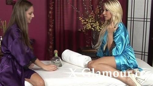Amateurs - Lesbian Lust On A Bed [HD/720p]