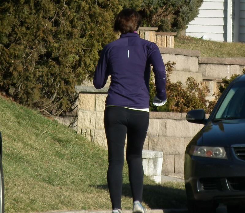 milf jogger in sexy black yogapants