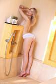 Eva Tali - washing her naked body