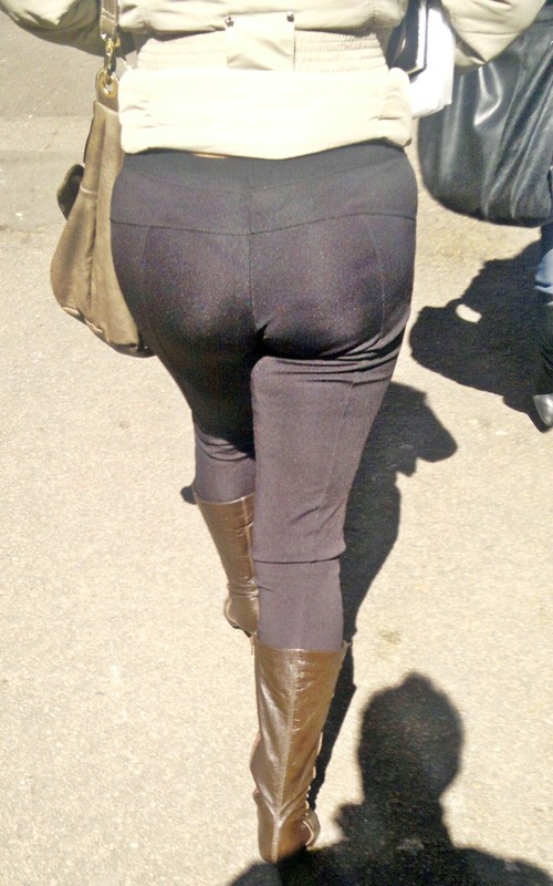 perfect pawg booty in tight pants & leather boots