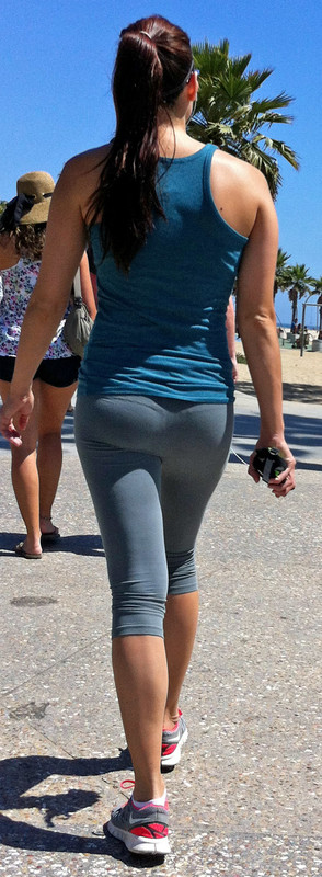 pretty jogger milf in capri leggings