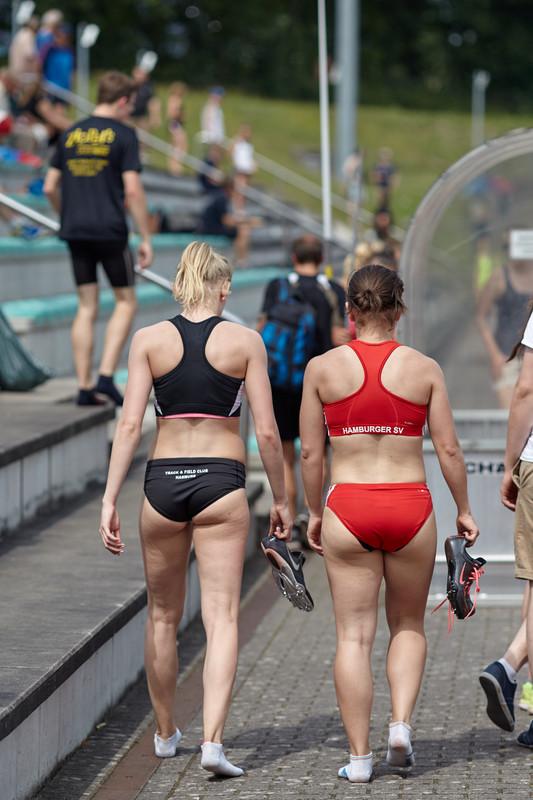 sweet track girls in naughty lycra