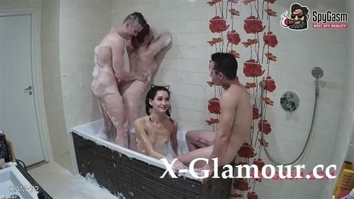 Emily, John, Eugene - Foursome Bubble Orgy In The Bathtube [HD/720p]