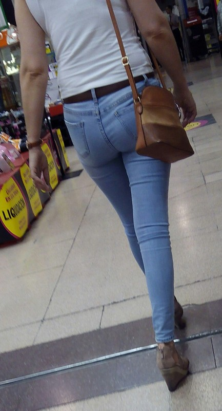 brunette milf in sexy blue jeans