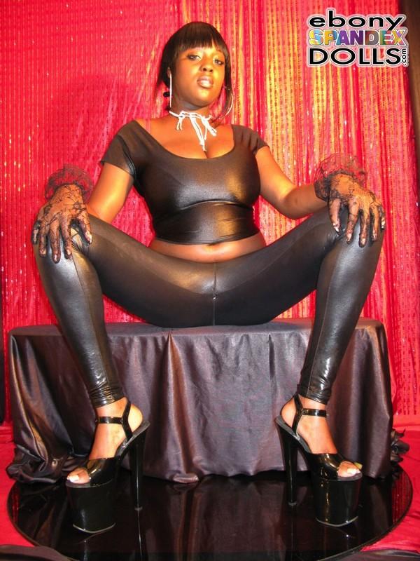 african lady Oyinka leggings fetish gallery