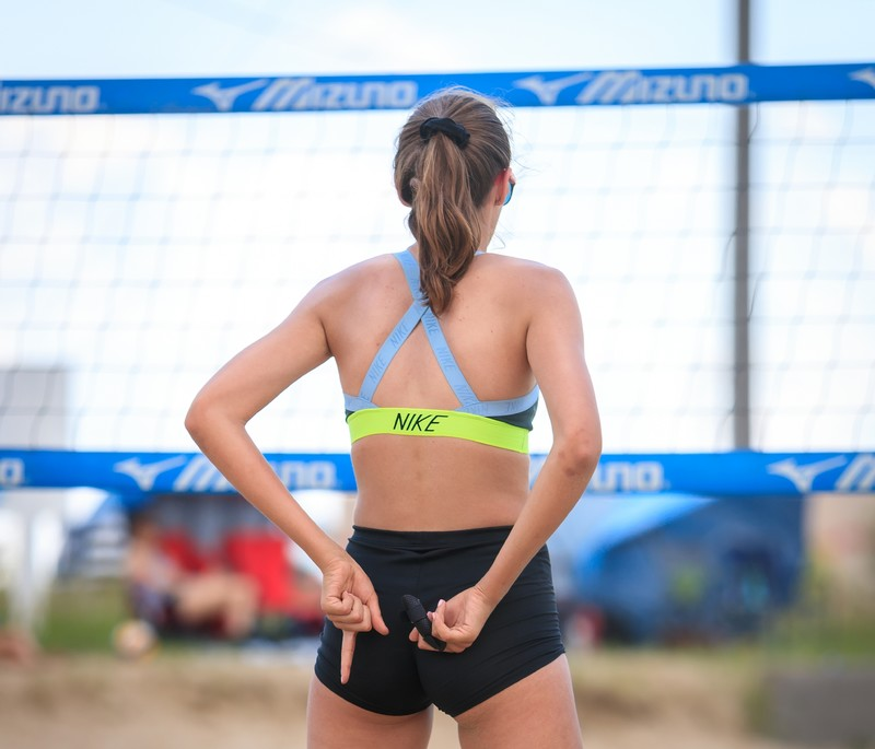 sand volleyball girls in sexy yogashorts