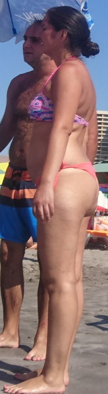 handsome mature lady beach creepshot gallery