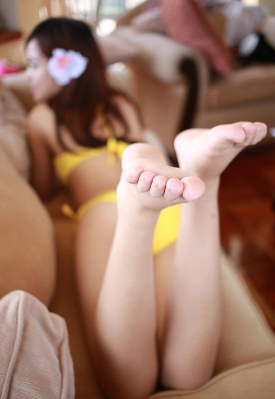 asian model Xui Ren in yellow swimsuit