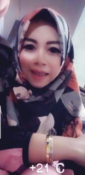 Tante Hijab Cantik Mulus Banget Badannya