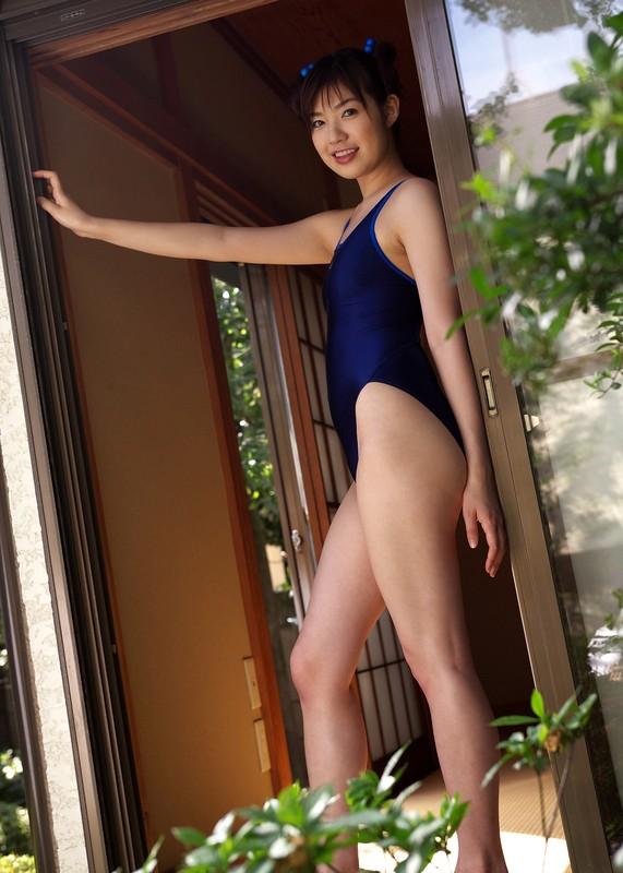wet japan model Chieri Taneda in 1 piece swimsuit