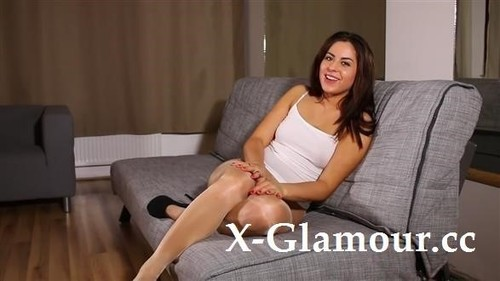 Beautiful Brunette Wears Pantyhose And Masturbates On The Couch [HD]