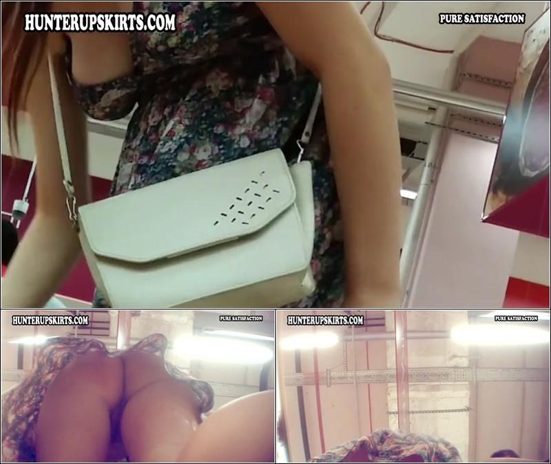 Upskirt No Panties 4190