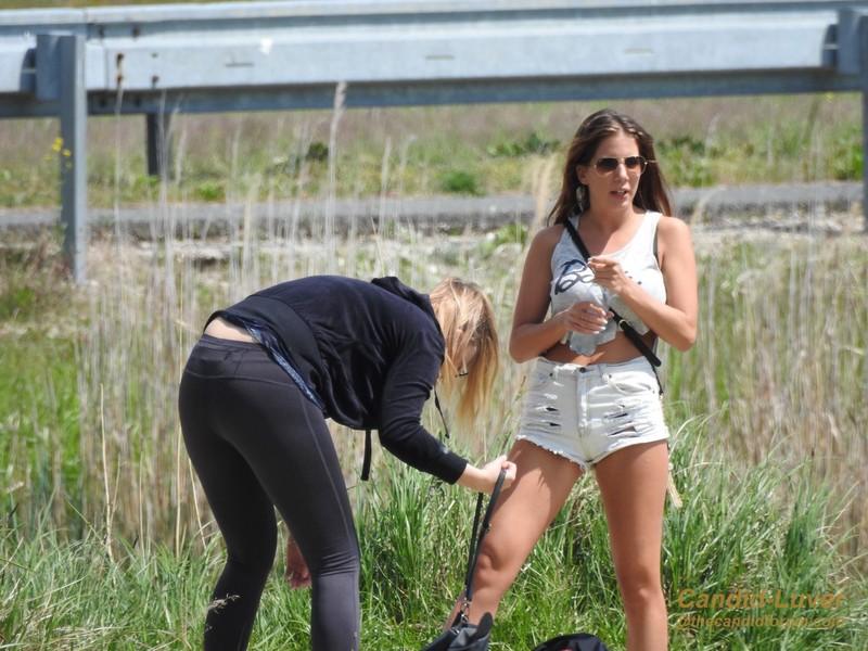 2 lesbian teens in leggings & shorts