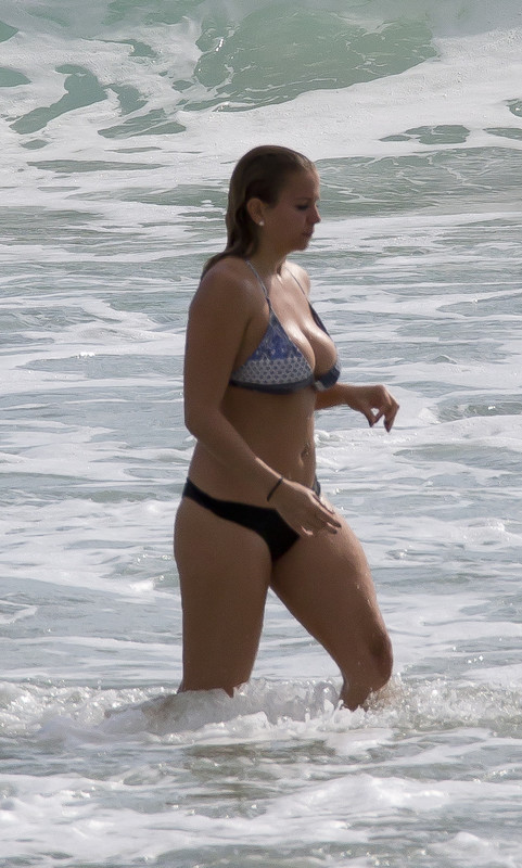 curvy beach babe in wet bikini