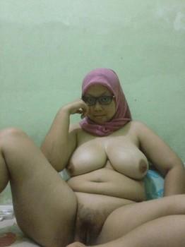 Tante STW Montok Jilbab Ungu Toket Gede Ngangkang