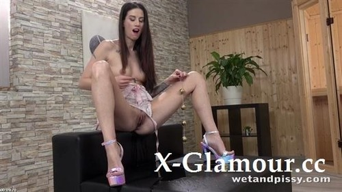 Ali Bordeaux - Tattooed And Wet [FullHD/1080p]