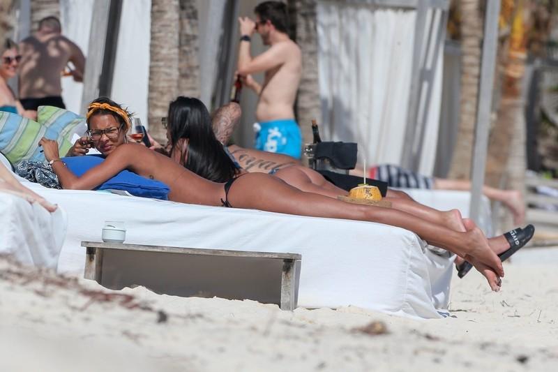 latina babe Lais Ribeiro in wet sexy black bikini