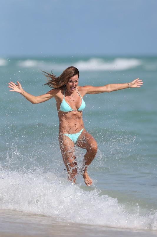 stunning milf Kelly Bensimon in cyan bikini