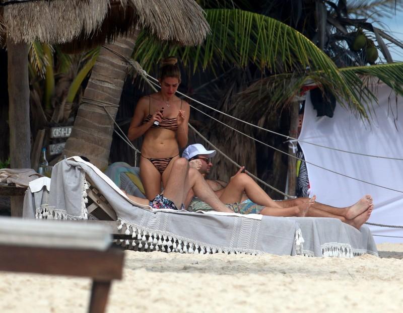 stunning babe Shayna Taylor in naughty bikini