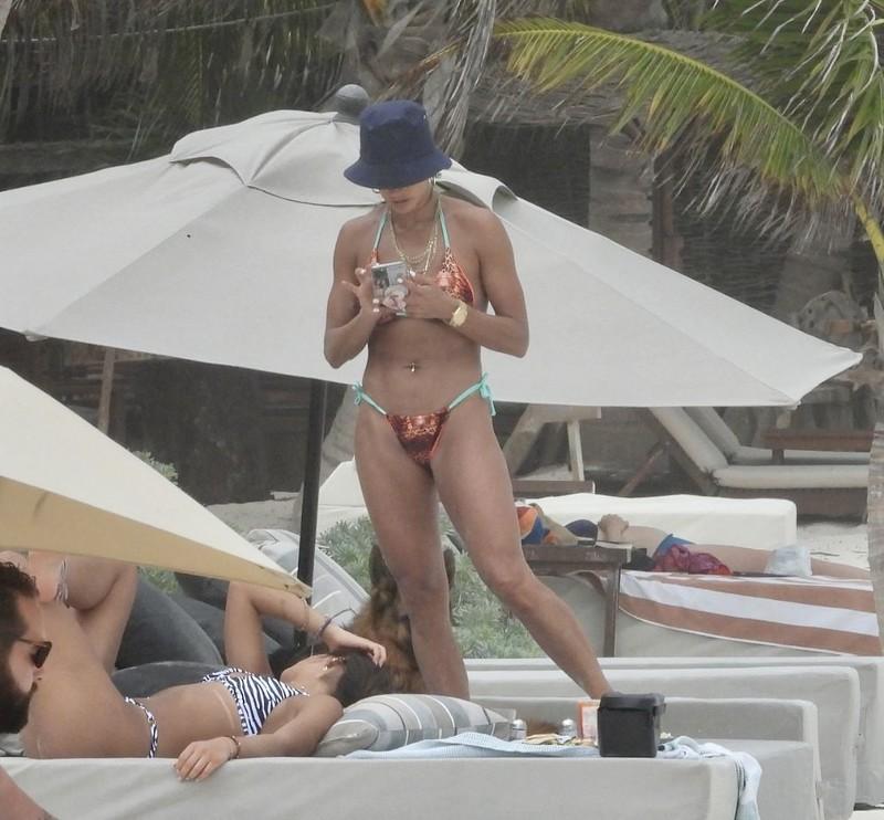 stunning mexican milf Barbara De Regil in lovely bikini