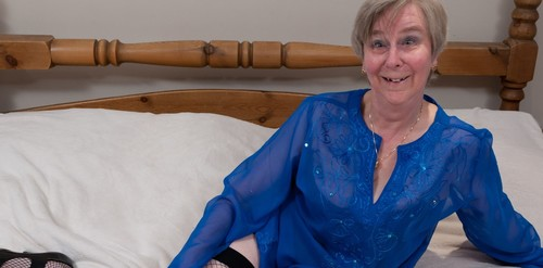 Mature.nl- Naughty mature wife playing with her pussy