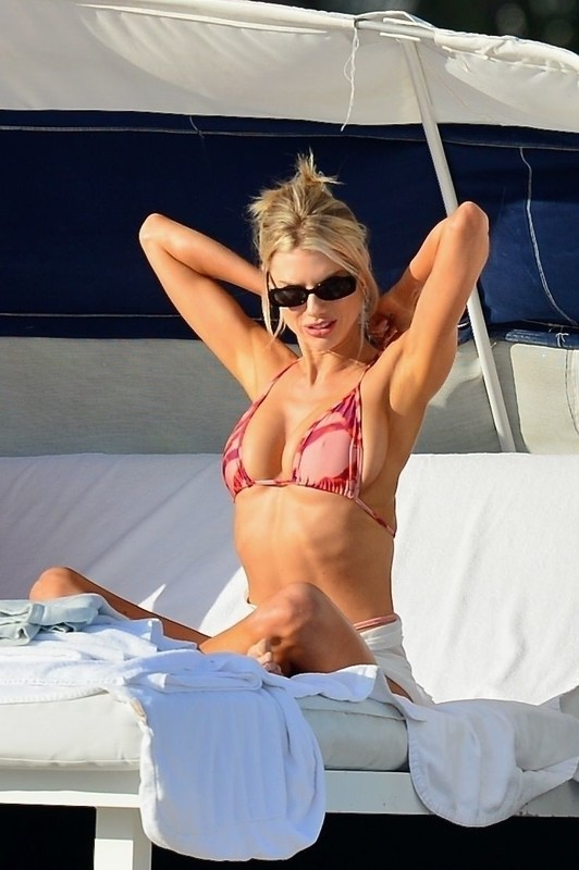 blonde lady Charlotte McKinney in candid bathing suit